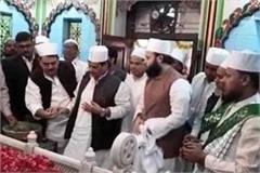shivpal yadav arrives at dada mian dargah climbing sheet