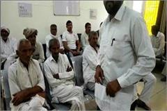 angry farmers protested over government purchase of bajra in grain market