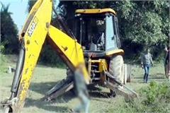 deadbody of driver found hanging from jcb in baddi