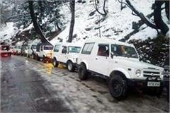 thousands of tourists stranded in 200 tourist vehicles on rohtang road