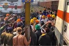 uproar by sikh devotees over dirt in sachkhand express