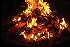 4 workers scorched while burning bonfire to avoid cold