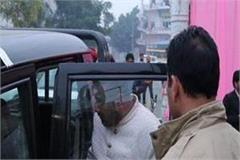 girlfriend rushes before wedding ceremony