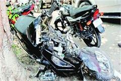 two motorcycles die collision both drivers