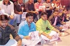 up youngsters pay tribute to hyderabad s daughter by burning candles