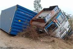 high speed trola overturns saving car postpone accident