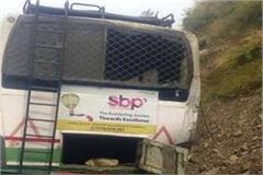 hrtc bus collides with hill