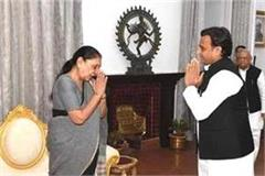 lucknow akhilesh yadav arrives at raj bhavan will submit