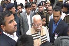 cm khattar did surprise inspection of tehsil 4 employees suspend