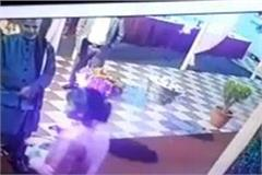kanpur girl caught in cctv camera bag full of stolen notes during marriage