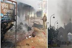 caa protest violence in lucknow protesters set fire to police checkpoint