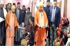 yogi listened to the problem of complainant in gorakhpur