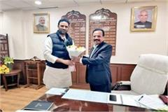 mp s agri min met union agri min in delhi strongly raised demand for urea