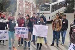 sfi burnt amit shah s effigy in hpu in protest against nrc