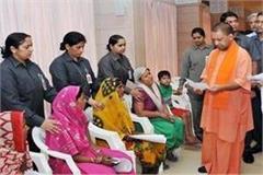 yogi listens to problem of complainants in janata durbar