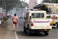 young man ran away from the hospital after removing his clothes
