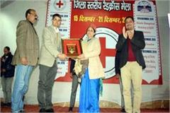 doctor sadhana thakur in red cross fair