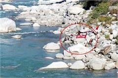 people in ravi river