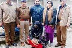 female smuggler arrested with heroin