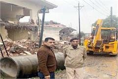 jcb runs on 13 houses and shops in baddi
