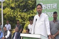 agriculture minister s eyes on the stage this the reason