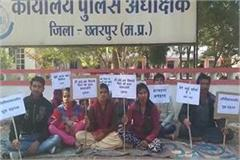 to get justice to husband wife sits on hunger strike