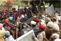 lathi charges on teachers going to encroach on education minister soni house