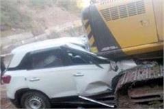 speeding car go under the jcb 4 youth injured