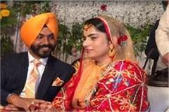 baljinder kaur also gave an invitation to captain and badal to marry