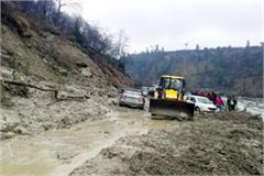 kullu manali nh closed for 12 hours from landslide