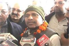 cm kejriwal devotee ends strike
