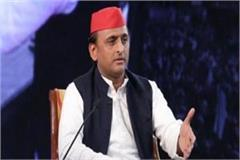 akhilesh gets angry on amu student against case