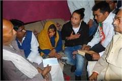 sufi singer kailash kher reached shaheed jawan vijay kumar maurya s house