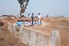 government school running on the pulia in dindori