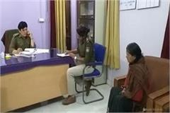 the martyr s wife robbed 8 lakhs on the uniform of army uniform