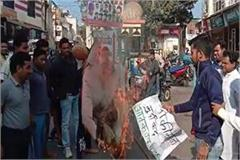 pakistani statue burnt with slogans of murdabad