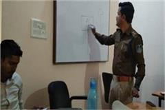 police taught students the lessons of traffic rules