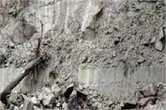 road blocked on manali road due to landslide