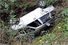 uncontrolled car fall into ditch death of one 3 injured