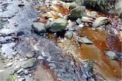 here industries lefting the chemicals in river drains without treating