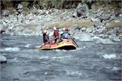 tourists taken enjoy to river rafting in beas river