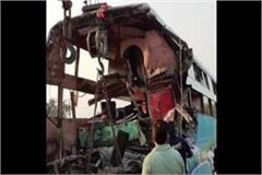 up bus hit a truck at yamuna expressway in greater noida 8 people died