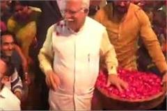chief minister manohar lal khattar activists held hostage