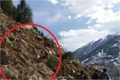 landslide in manali rohtang road