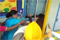 school worker betaen by guardians video viral