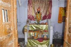 god is not even safe in up laddu gopal from temple stolen idols of 4 kg