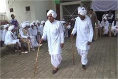 catwalk done by the elderly in the village choupal