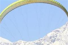 paragliding bollywood actor raised lips in bir billing