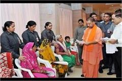 yogi heard the janata darbar in the problems of people