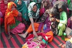 haryana hindi news 3 years old child died in pgi rohtak family created ruckus